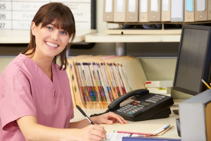 what does a healthcare administrator do